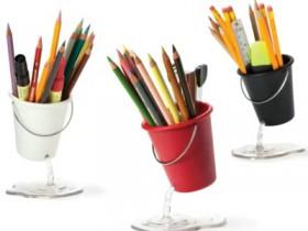 创意悬浮笔筒:Desk Bucket
